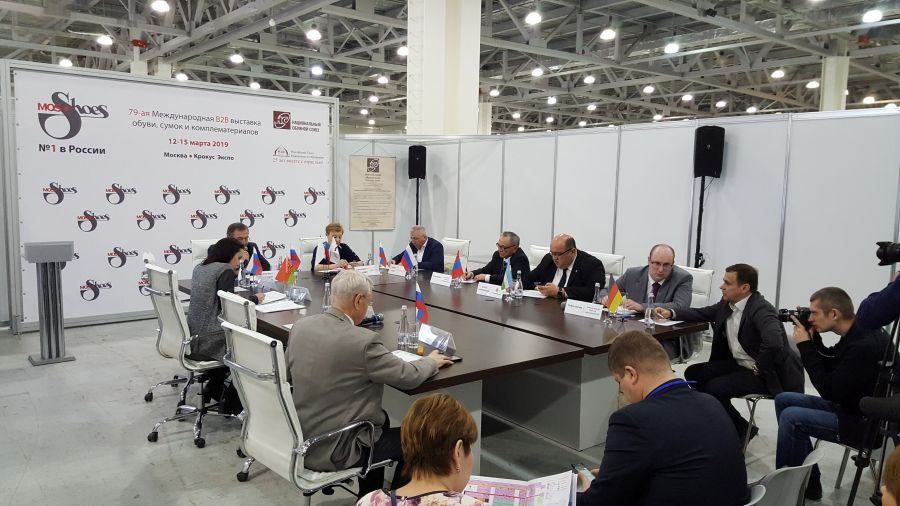 Leather industry delegates attend Mos Shoes and sign MoU