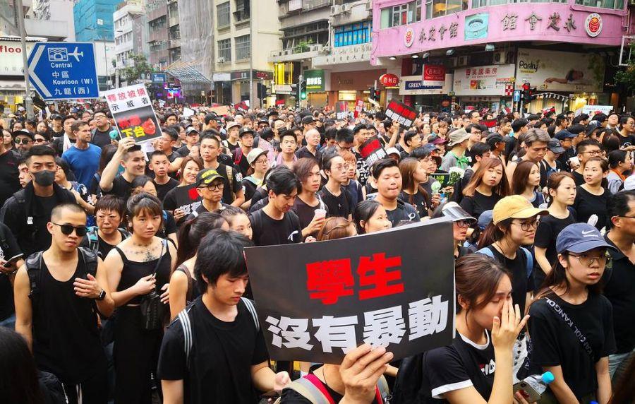 Хонконгт болсон жагсаалд 2 сая орчим хүн оролцжээ