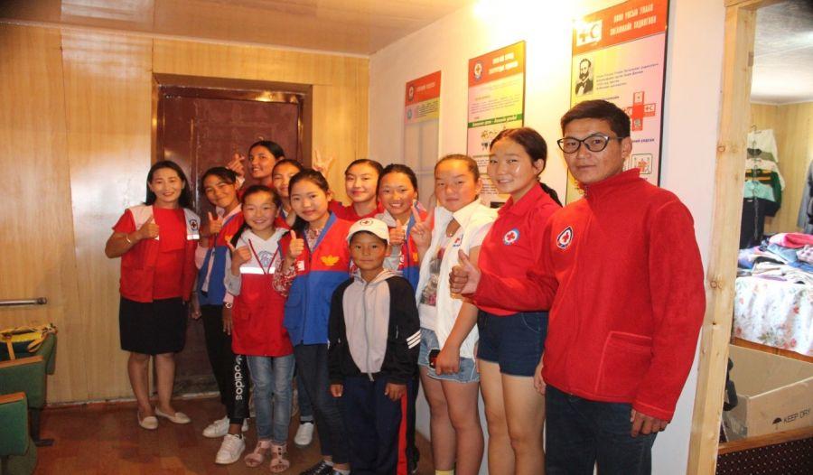 Улаан загалмайн бүлгэмийн хүүхдүүд аянаараа 34 хүүхдийг баярлуулжээ