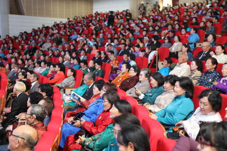 Мянган ахмад багшийн дурсамж уулзалт болов