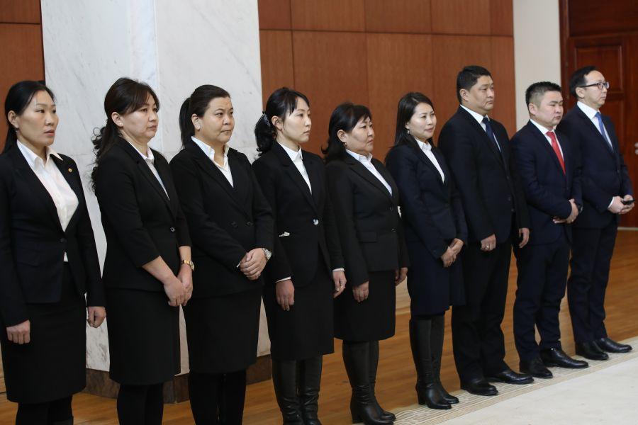 Улсын дээд шүүхийн болон анхан шатны шүүхийн шүүгч нарыг томиллоо