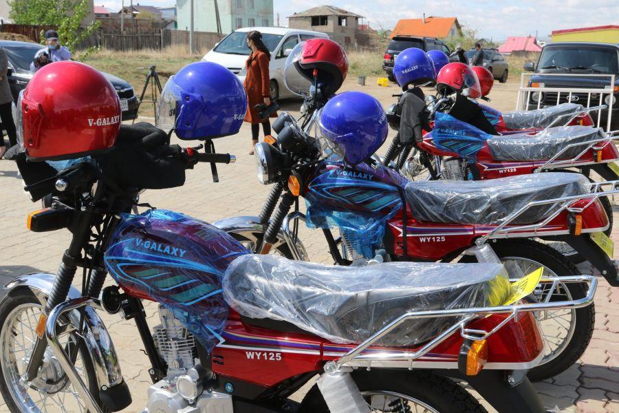 Сумдын мал эмнэлгийн тасгуудад мотоцикл хүлээлгэн өгөв