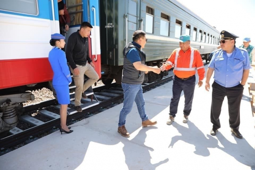 New Sainshand-Altanshiree rail carries first passengers